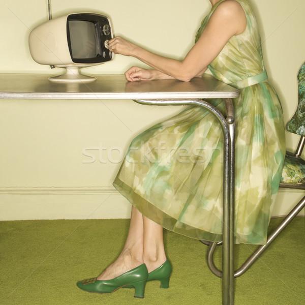 Donna televisione vista laterale indossare verde Foto d'archivio © iofoto