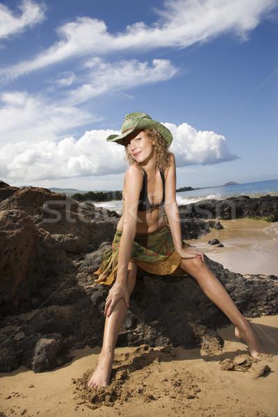 Portret jonge vrouw strand vrouwelijke kaukasisch Stockfoto © iofoto