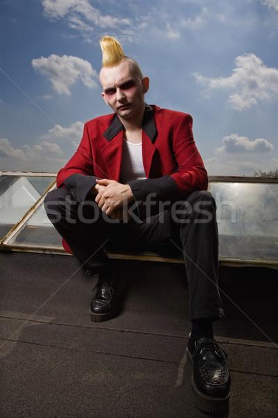 Portret punk na zewnątrz mężczyzna posiedzenia Zdjęcia stock © iofoto
