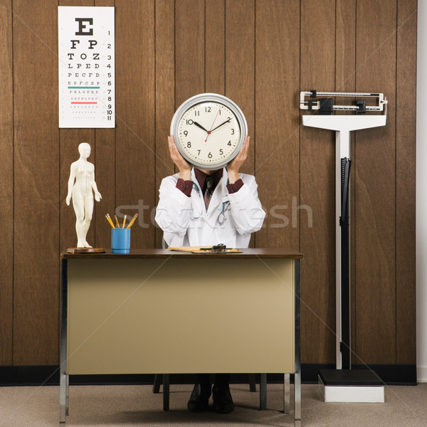 Medico clock medico di sesso maschile seduta Foto d'archivio © iofoto