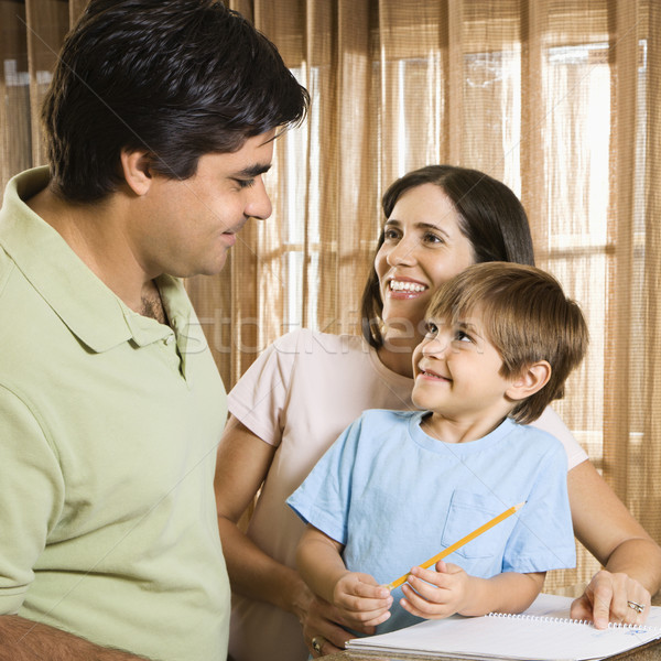 Szczęśliwą rodzinę hiszpańskie rodziców kontakt z oczami syn Zdjęcia stock © iofoto
