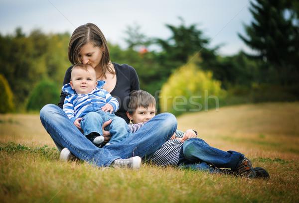 母親 座って 公園 幸せ 子 楽しい ストックフォト © Ionia