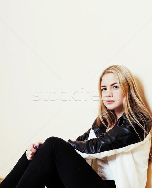 Zdjęcia stock: Młodych · dość · blond · dziewczyna · posiedzenia