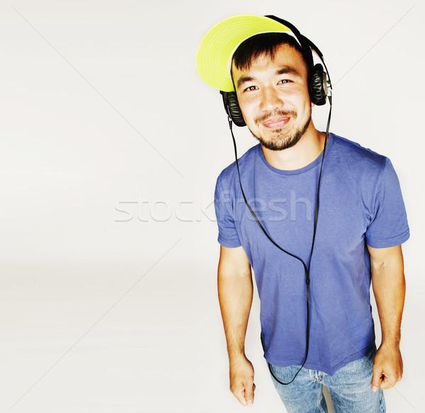Foto stock: Jovem · asiático · homem · seis · fones · de · ouvido · escuta