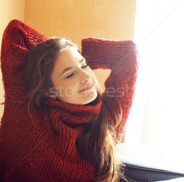 Photo stock: Jeunes · joli · réel · femme · rouge · chandail