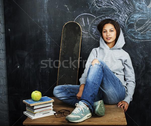 Stok fotoğraf: Genç · sevimli · genç · kız · sınıf · tahta · tablo
