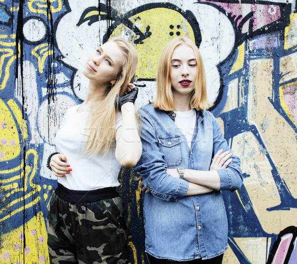 Twee blond echt tienermeisje opknoping uit Stockfoto © iordani