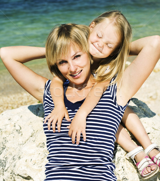 Madre hija mar costo junto feliz Foto stock © iordani