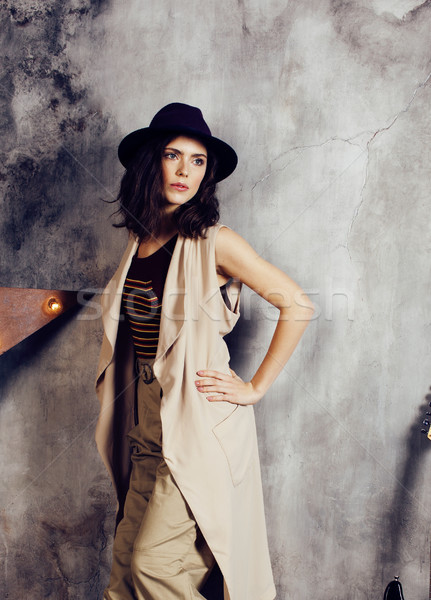 Młodych pretty woman czeka sam nowoczesne strych Zdjęcia stock © iordani