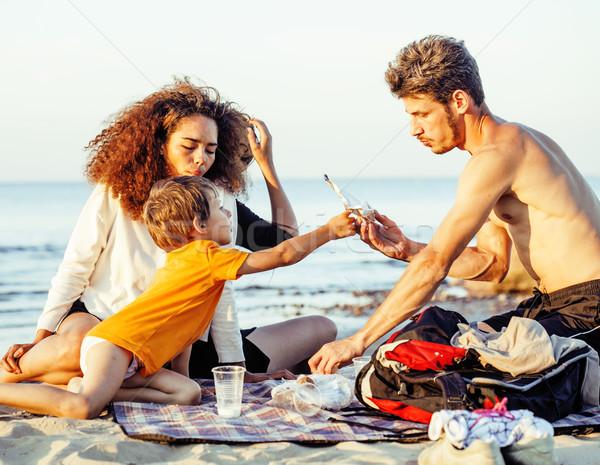 Mooie natie leeftijd vrienden zee Stockfoto © iordani