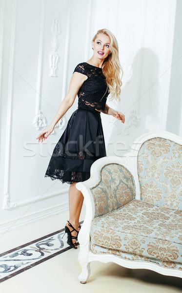 Elegante donna bionda bellezza ricca interni Foto d'archivio © iordani