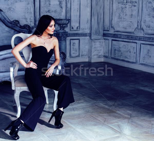 Piękna młodych brunetka kobieta luksusowe domu Zdjęcia stock © iordani
