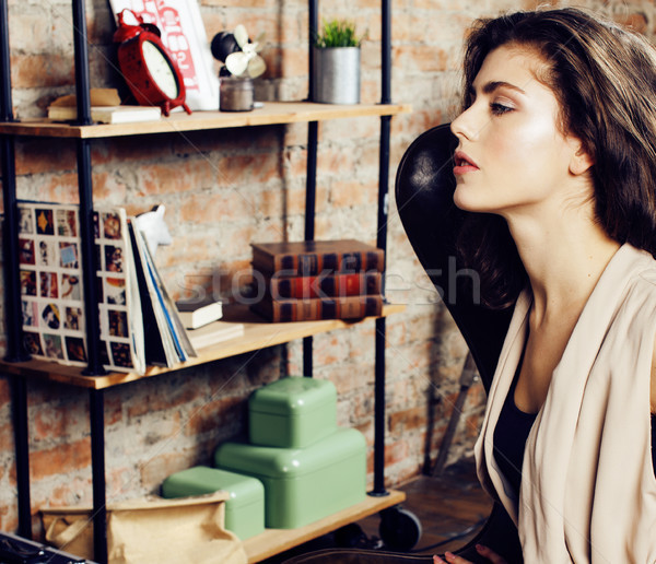 Jovem mulher bonita espera sozinho moderno sótão Foto stock © iordani