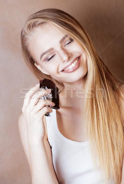 Fiatal szépség szőke tinilány eszik csokoládé Stock fotó © iordani