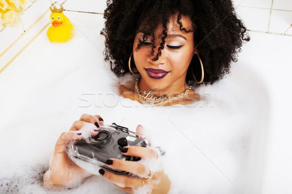 Jonge tienermeisje leggen bad schuim Stockfoto © iordani