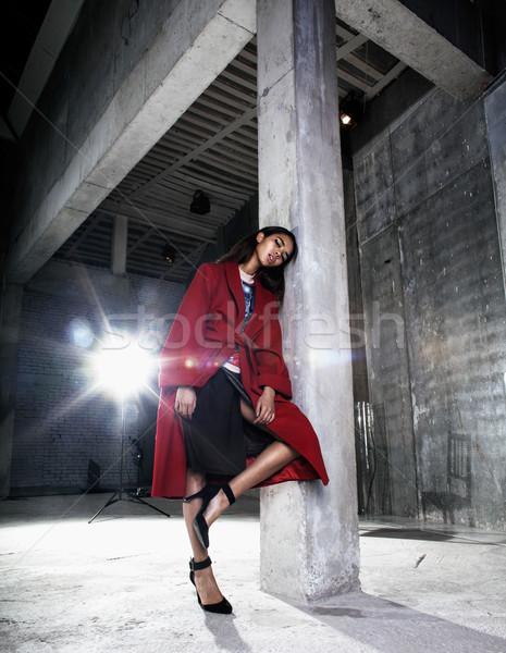 Jonge schoonheid afro-amerikaanse vrouw Rood jas Stockfoto © iordani
