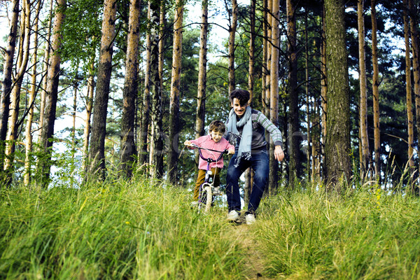 Ojciec nauki syn rower na zewnątrz real Zdjęcia stock © iordani