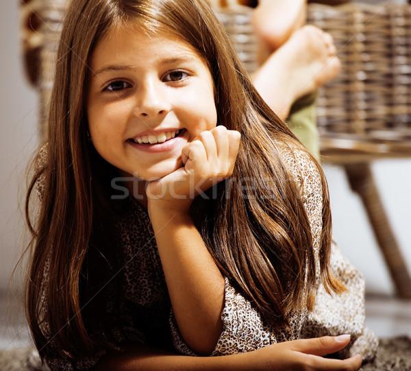 Pequeno bonitinho menina casa sorridente morena Foto stock © iordani