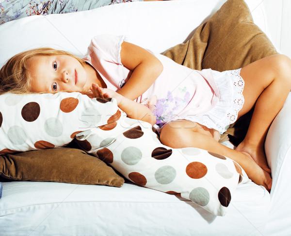 мало Cute блондинка девушки играет домой Сток-фото © iordani