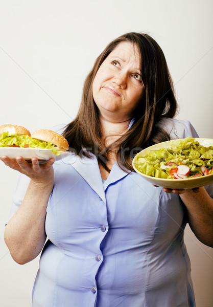 Grasse blanche femme choix hamburger salade Photo stock © iordani