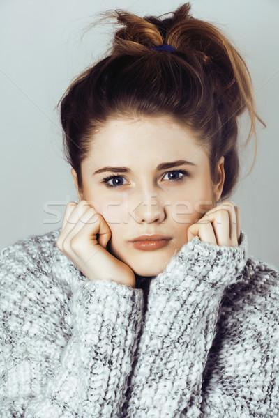 Młodych pretty woman sweter szalik twarz Zdjęcia stock © iordani