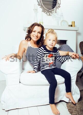 érett nővérek ikrek otthon kicsi lánygyermek Stock fotó © iordani