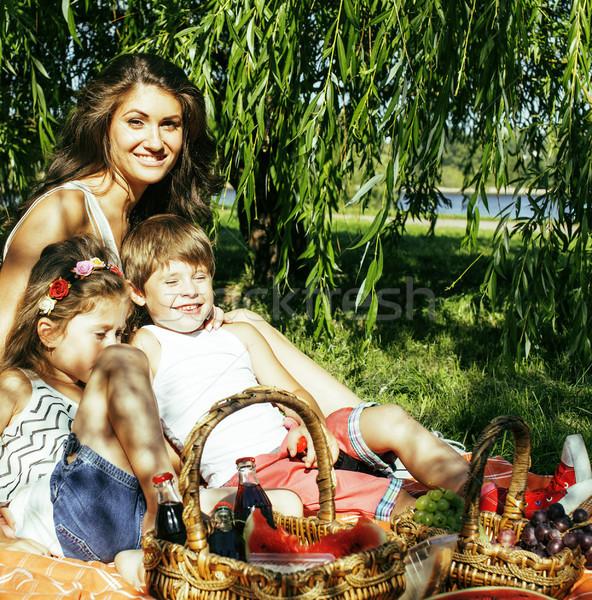 ストックフォト: かわいい · 幸せな家族 · ピクニック · 緑の草 · 母親
