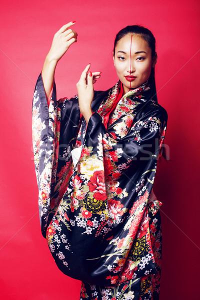 Jovem bastante gueixa vermelho posando quimono Foto stock © iordani