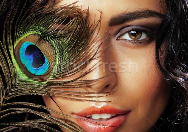 Fiatal érzékeny barna hajú nő páva toll Stock fotó © iordani
