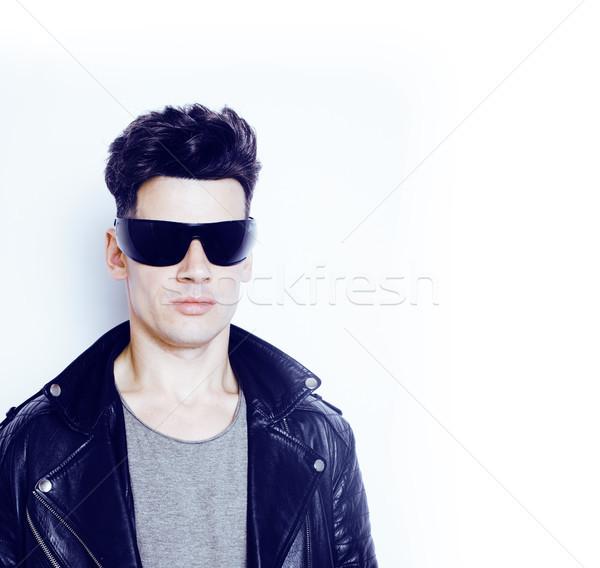 f647aad3875c9 Jovem · bonito · moderno · homem · óculos · de · sol · como - foto ...