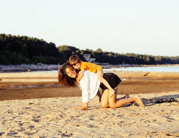Dość różnorodny naród wiek znajomych morza Zdjęcia stock © iordani