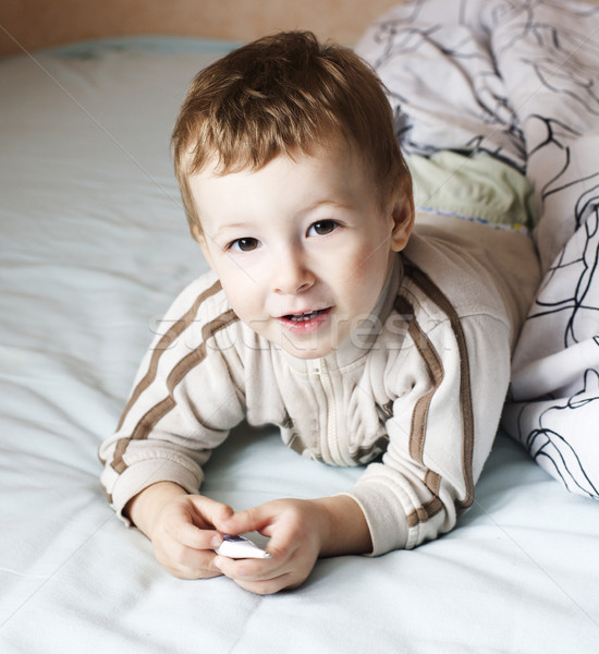 Pequeno bonitinho menino cama estilo de vida pessoas Foto stock © iordani