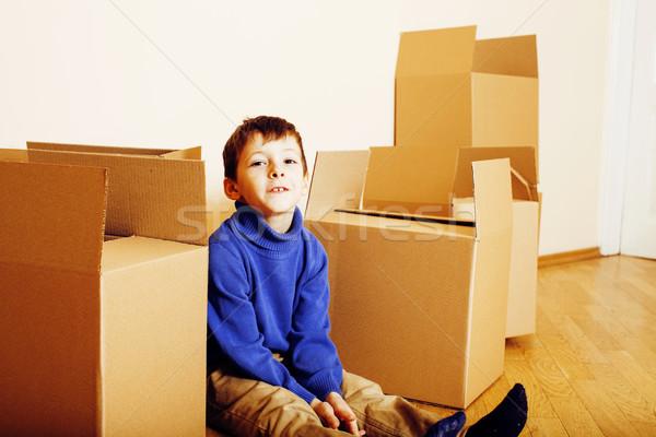 Weinig cute jongen lege kamer home Stockfoto © iordani