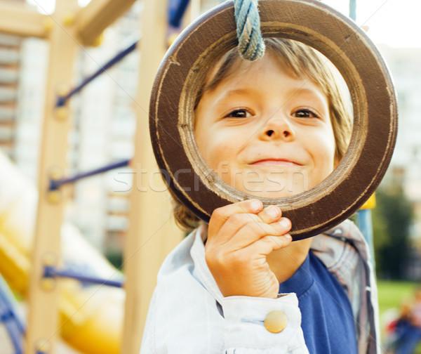 Piccolo cute ragazzo giocare parco giochi impiccagione Foto d'archivio © iordani