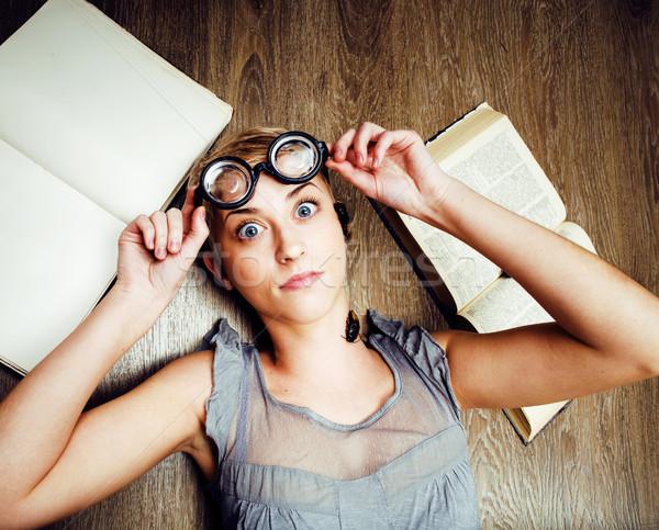 Portre çılgın öğrenci kız gözlük kitaplar Stok fotoğraf © iordani