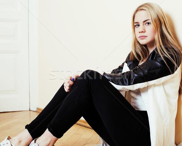 Сток-фото: молодые · довольно · девушки · сидят