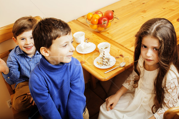 Stok fotoğraf: Küçük · sevimli · erkek · yeme · tatlı · ahşap