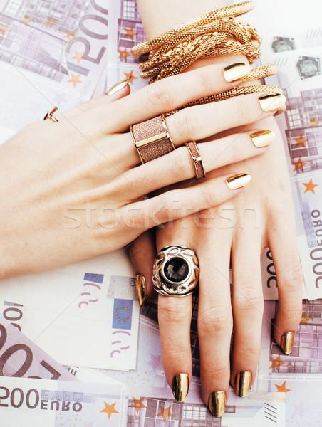 Handen rijke vrouw gouden manicure veel Stockfoto © iordani