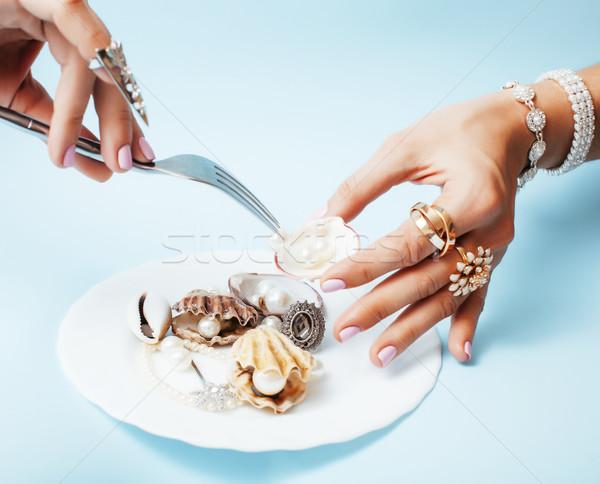 Gyönyörű nő kezek rózsaszín manikűr tart tányér Stock fotó © iordani