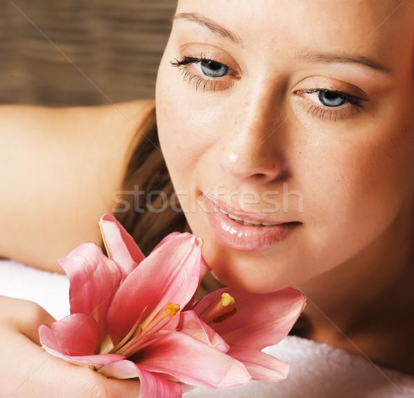 Jonge mooie vrouw spa salon manicure lelie Stockfoto © iordani
