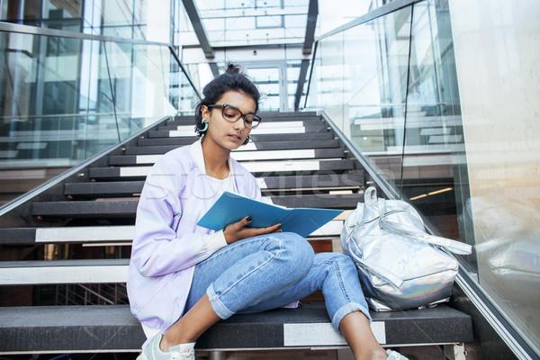 Fiatal aranyos indiai lány egyetem épület Stock fotó © iordani
