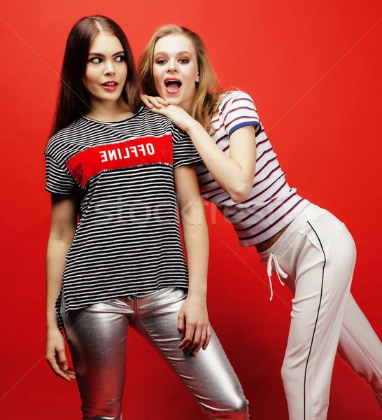 Twee tienermeisjes samen poseren Stockfoto © iordani