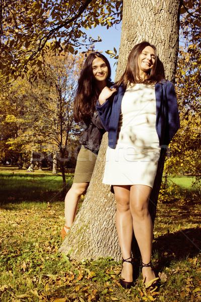 Dojrzały real matka córka na zewnątrz jesienią Zdjęcia stock © iordani
