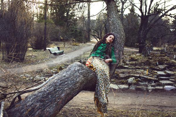 Genç sevimli gülen gerçek şık kadın Stok fotoğraf © iordani