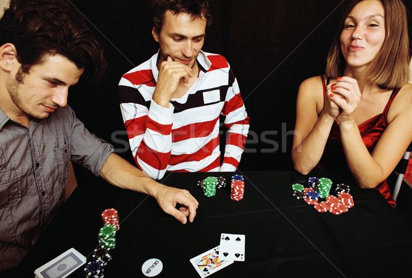 Młodych ludzi gry poker turniej znajomych strony Zdjęcia stock © iordani