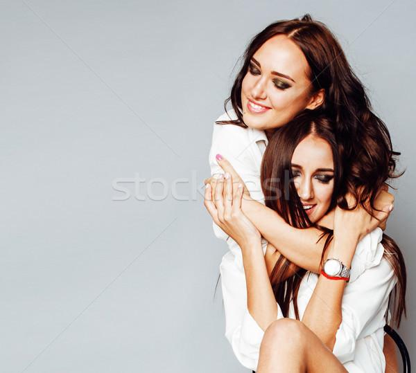 Dos hermanas gemelos nina posando Foto stock © iordani