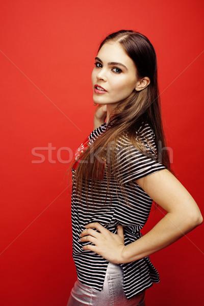 Foto stock: Jovem · bastante · posando · brilhante · vermelho