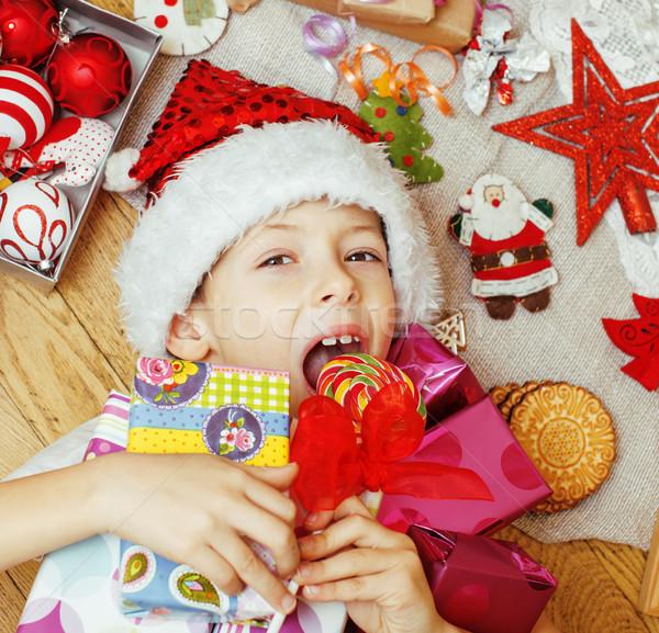 Kicsi · aranyos · gyerek · piros · kalap · kézzel · készített ... 7f484fa36d