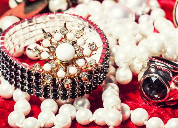 Jóias vermelho veludo caixa anel Foto stock © iordani