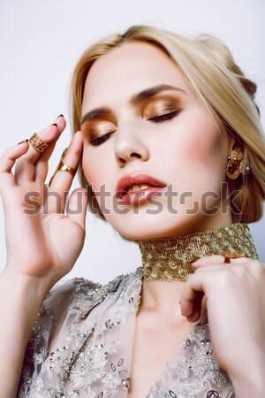 Genç güzel sarışın kadın lüks takı Stok fotoğraf © iordani